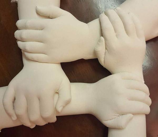 Sibling wreath of hands